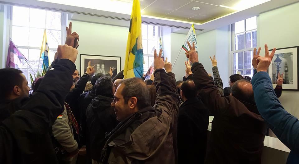 son dakika iktidar patisinin londra daki genel merkezi isgal edildi 04